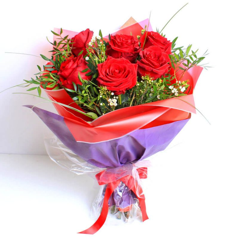 6 red roses wrap
